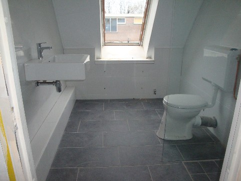 Badkamer voorbeeld mooi betaalbaar vastgoed ruim 16 jaar aktief in onroerend goed - Voorbeeld deco badkamer ...